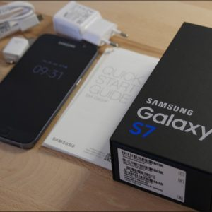 Samsung Galaxy S7 unlocked with accessories